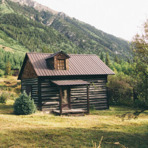 Cabin in Colorado mountains with Standing Seam roof